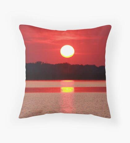 Setting sun II Throw Pillow