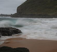 Wild Waves - Garie Beach, NSW by indrek