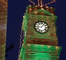 Green Christmas lights on Prahran Town Hall by RyePixels