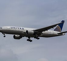United airlines Boeing 777 by DavidHornchurch