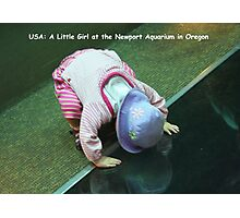 USA: A Little Girl at the Newport Aquarium in Oregon Photographic Print