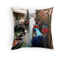 Fag break in Venice, Italy Throw Pillow