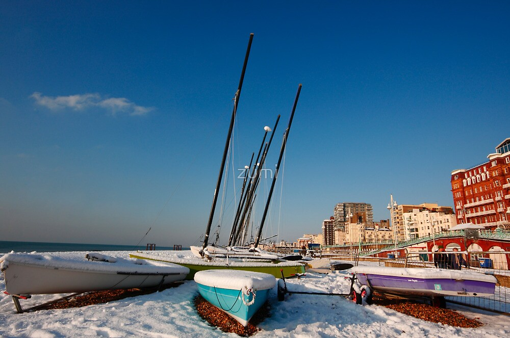 Snowy seafront by zumi