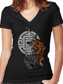 Prowling Tiger Women's Fitted V-Neck T-Shirt