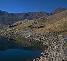 Snowdon from the miners track by Phill Jones