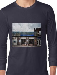 Queen's Park Tube Station Long Sleeve T-Shirt