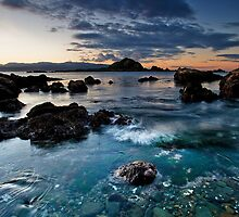 Taputeranga island shallows by Ken Wright