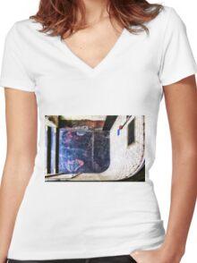 Whitechapel Tube Station Women's Fitted V-Neck T-Shirt