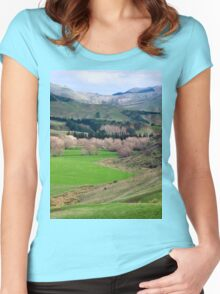 a desolate New Zealand landscape Women's Fitted Scoop T-Shirt