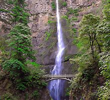 Multonomah Falls by cjbenck