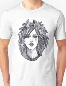 Beautiful crying woman with roses wreath. T-Shirt