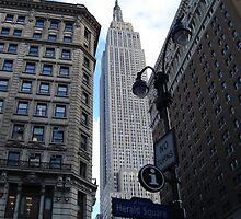 Looking up at the Empire State Building by markdn