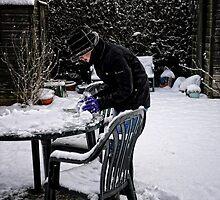 Making a snowman by Karen  Betts