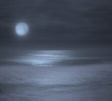 Blue Moonset over the Pacific by Rob  Holcomb
