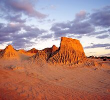 Last Rays of the Day - Mungo National Park by Janine Elphick