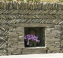 Tintagel, Cornwall, pretty slate wall design by BronReid