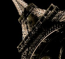La Tour Eiffel à Nuit by Louise Fahy
