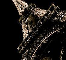 La Tour Eiffel à Nuit by Louise Fahy