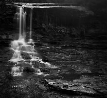 Weeping Rock, Wentworth Falls by Adriana Glackin