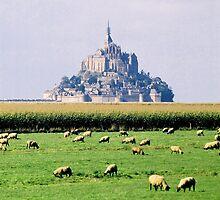 Le mont Saint Michel  by Peter Voerman
