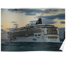 Cruise ship in Miami Poster