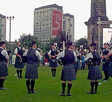 Military Pipeband - Glasgow by Ferdinand Lucino