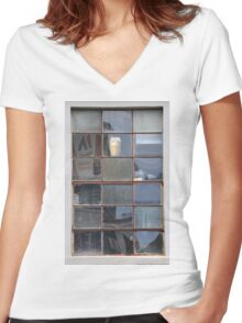 18 Panes Women's Fitted V-Neck T-Shirt