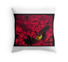 green in red Throw Pillow