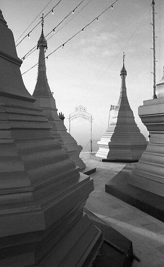 Shwe pong-pwint pagoda by RobAllsop