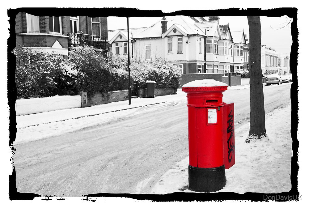 Red Postbox by DonDavisUK