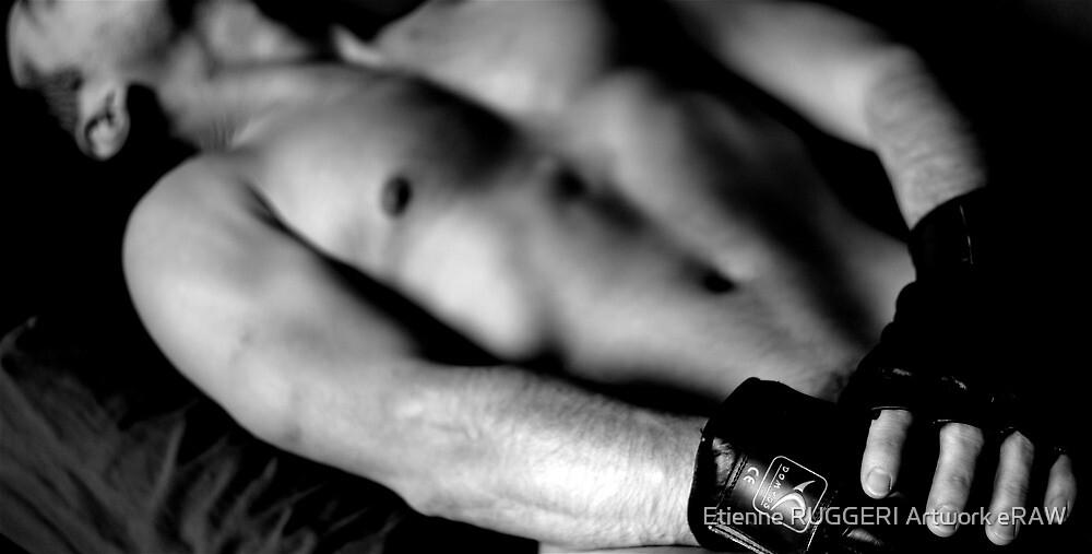 Dans l'ombre de mes gants by Etienne RUGGERI Artwork eRAW