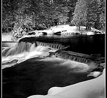 Upper Bond Falls by Jordan  Leitner