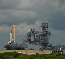 STS-128 Rollout - Space Shuttle Discovery by Per Hansen