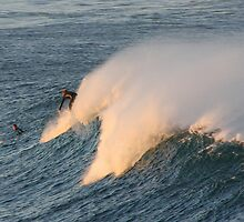 Dropping Through the Offshore (Dee Why) by BGpix