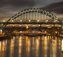 Dusk over the Tyne by MartinWilliams