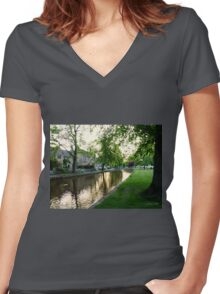 Bourton-on-the-Water Women's Fitted V-Neck T-Shirt