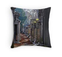 cimetière du père-lachaise, paris Throw Pillow