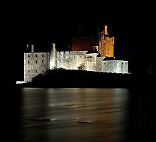 Night Eilean Donan Castle by cieniu1