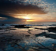 Breaking Dawn - Lorne, Victoria by Anthony Evans