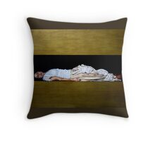 tenuit me et tremor Throw Pillow
