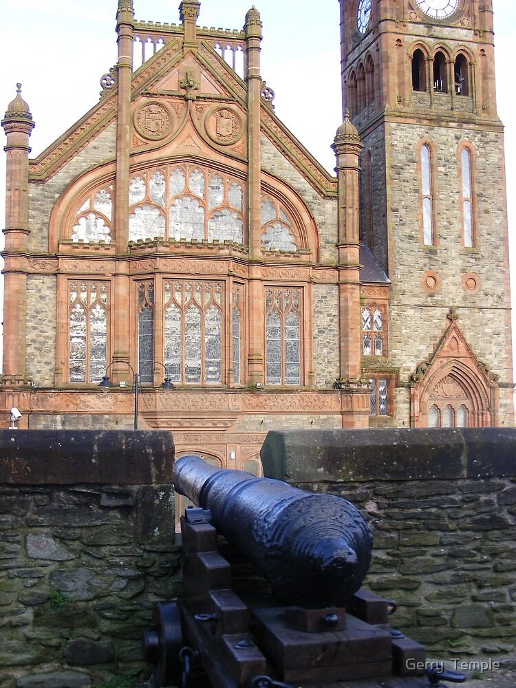 Derry's City Walls and Guidhall by Gerry  Temple