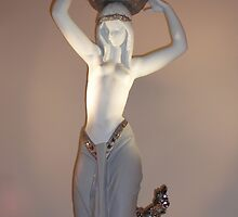 Female Figurine by kinkydesigns
