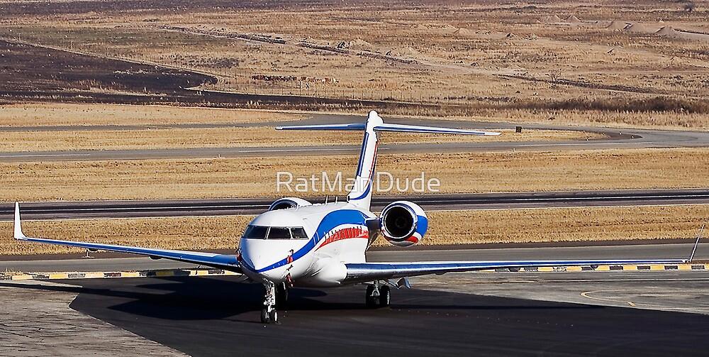 Bombardier BD-700-1A11 Global 5000 by RatManDude