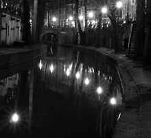 Utrecht - canal by night by Lindie Allen