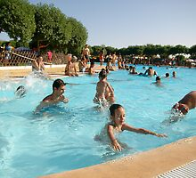 Crowded Pool by fonsecanuno