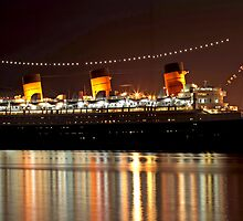 Luxurious Lady, Queen Mary at Night by Rekindle