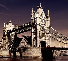 Tower Bridge by Frank Waechter