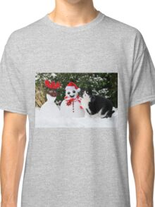 Cat by the side of Santa snowman Classic T-Shirt
