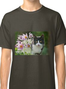 Cat looking through pasque flowers Classic T-Shirt