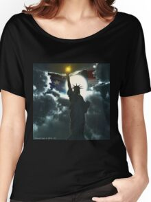 Statue of Liberty with American Flag Women's Relaxed Fit T-Shirt